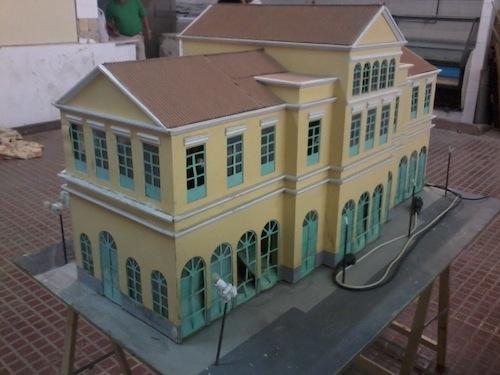 Restauración de modelo a escala de estación de Pont de Fusta