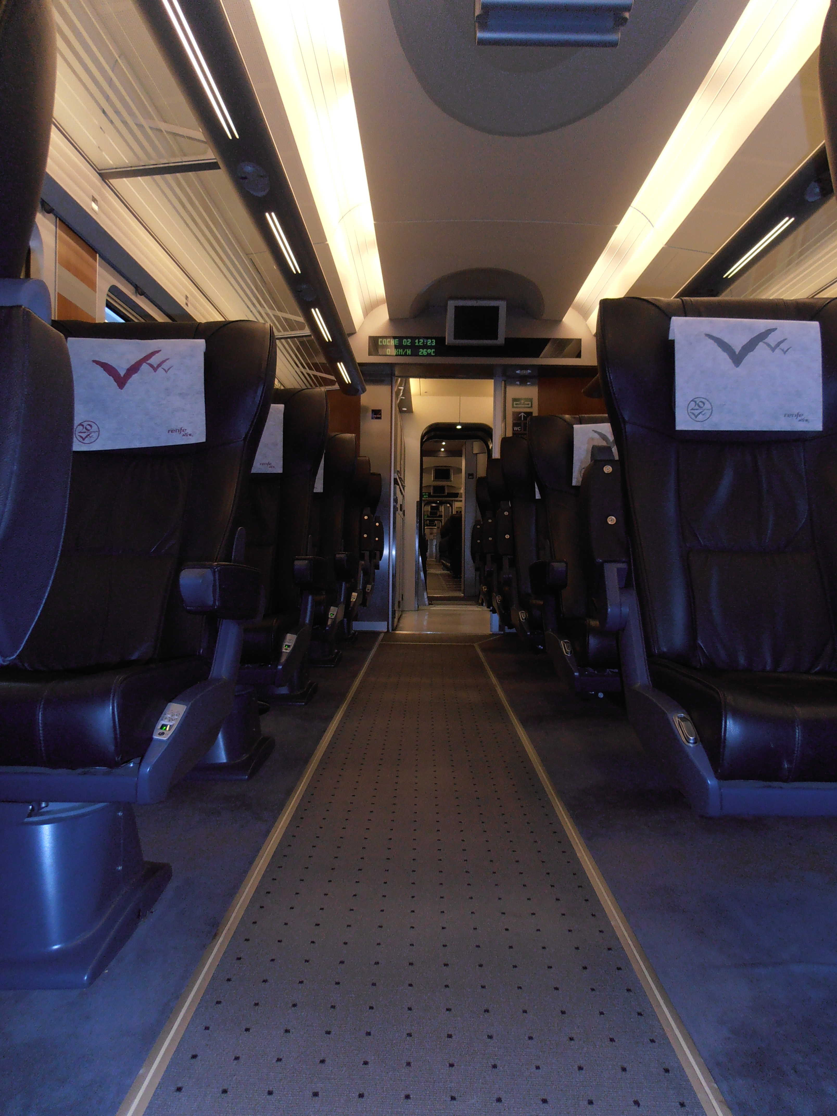 Distribución de asientos (2+1) del interior de un coche de clase Business del S.112
