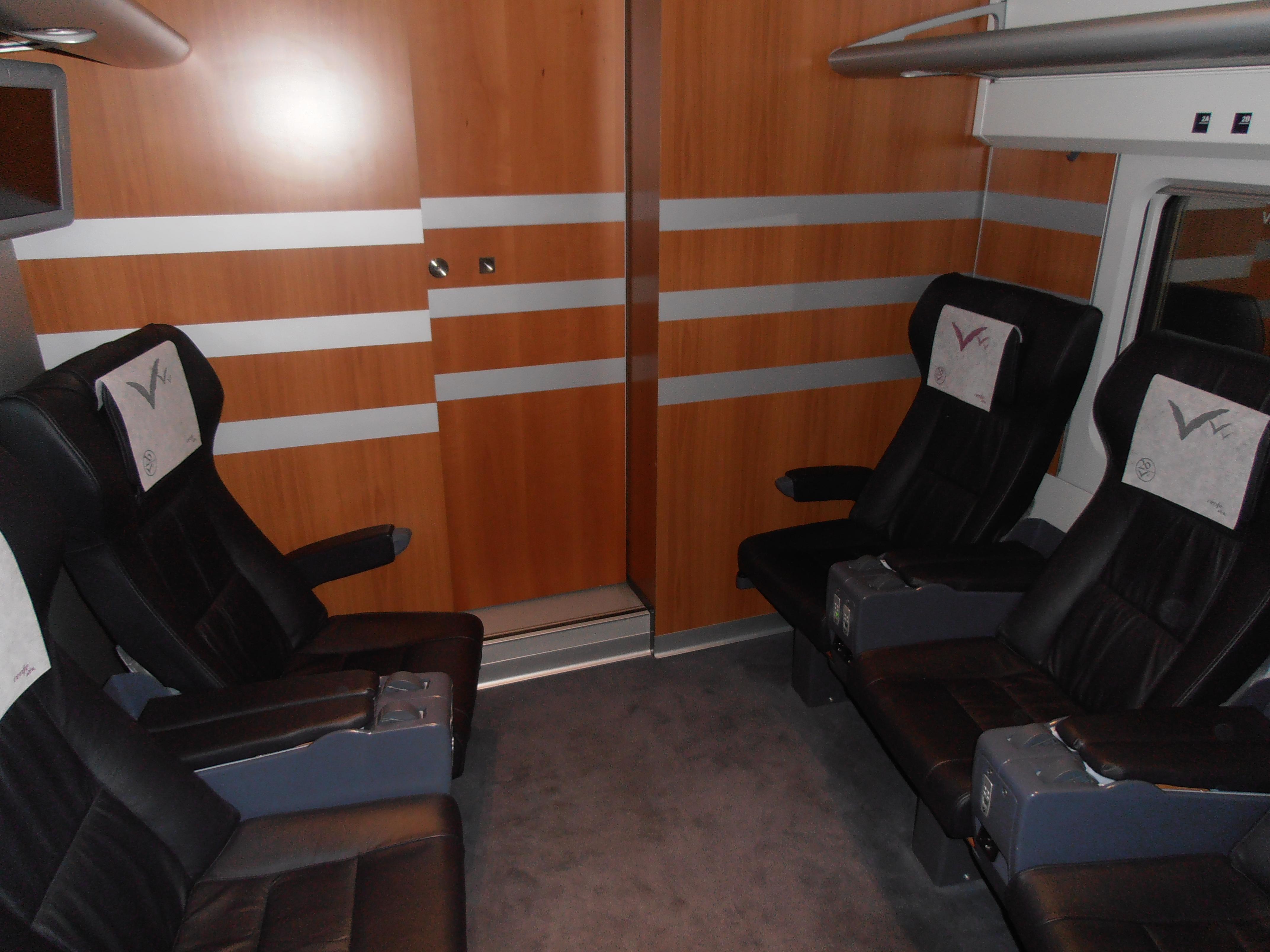 Sala de reuniones Business de 6 asientos con distribución (3+3) del S.112