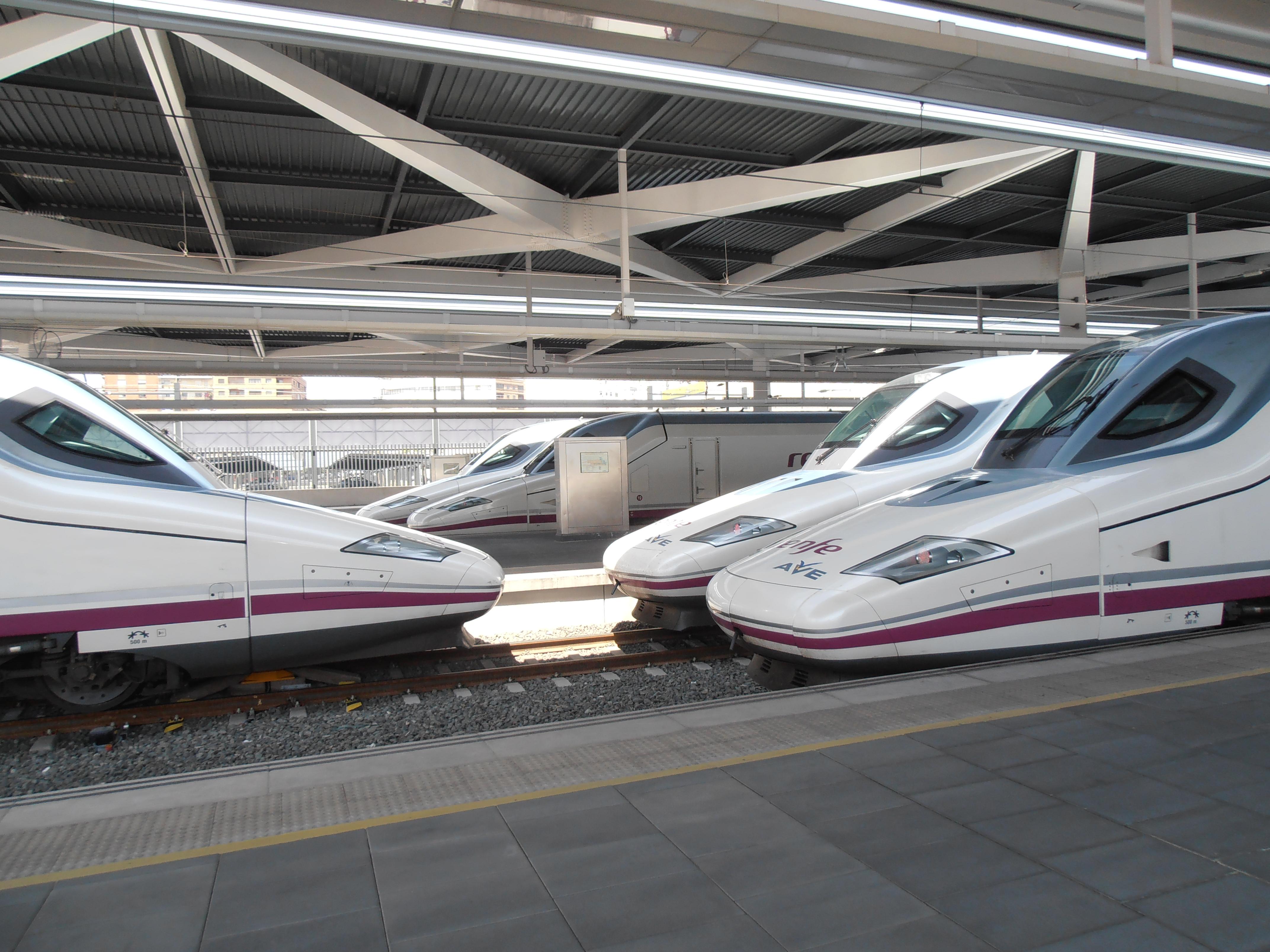 Diversos S.112 estacionados en València-Joaquín Sorolla
