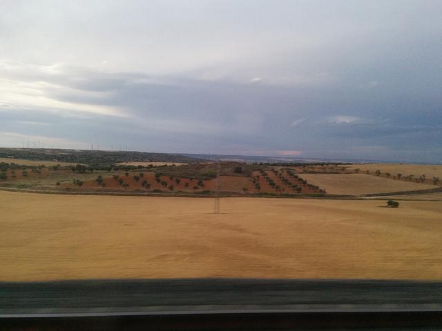 Atardecer volando sobre los campos de Castilla-La Mancha