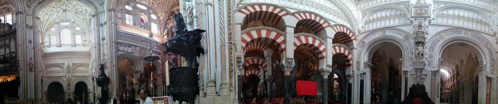 Encaje de la Catedral dentro de la Mezquita de Córdoba