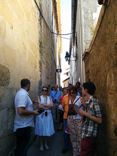 Socios y simpatizantes de la Associació Ferroviària de Godella durante la visita al barrio judío de Córdoba