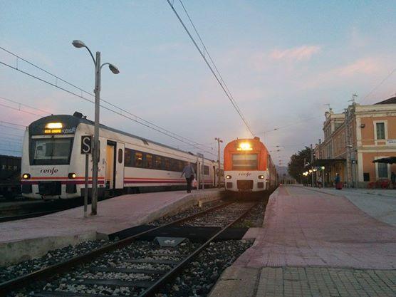 Trenes en la estación de Móra la Nova