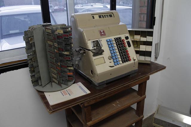 Antigua máquina de venta de billetes de Renfe recuperada por ATAF