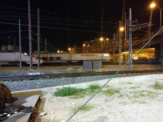 Trenes circulando en el entorno del cambiador de ancho de València-Joaquín Sorolla
